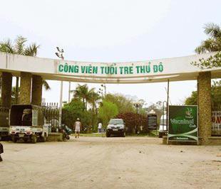 """Diện tích nhiều công viên ở Hà Nội đang bị """"xà xẻo"""" để xây dựng nhà hàng, khách sạn - Ảnh: TP"""